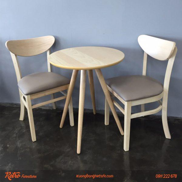 Bàn ghế gỗ quán cafe